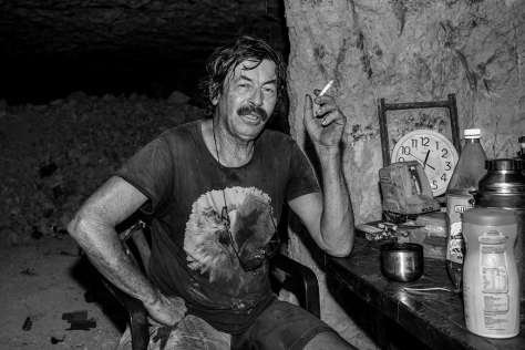 Smoko in the Black Opal Mine